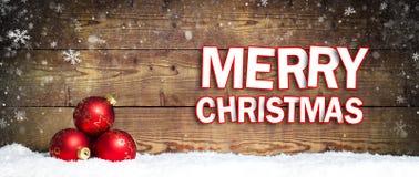 在雪的圣诞节球 免版税图库摄影