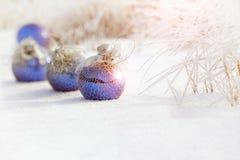 在雪的圣诞节装饰品 库存图片