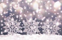 在雪的圣诞节雪花 库存照片