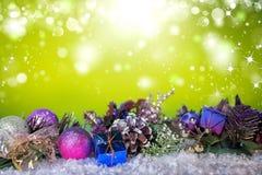 在雪的圣诞装饰在蓝色背景下 免版税库存图片
