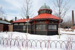 在雪的地标咖啡馆 免版税库存图片