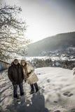 在雪的夫妇 免版税库存照片