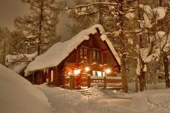 在雪的客舱 库存图片