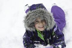 在雪的小女孩戏剧 免版税图库摄影