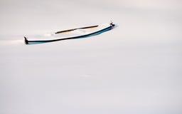 在雪的小船 免版税库存图片