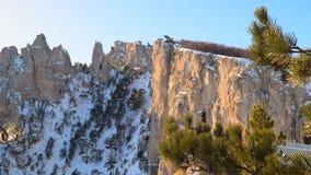 在雪的山峭壁 影视素材