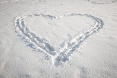 在雪的心脏形状 库存照片