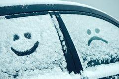 在雪的愉快和哀伤的兴高采烈的意思号面孔 免版税库存照片