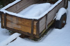 在雪的无盖货车 库存照片
