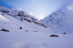 在雪的日落 免版税库存图片
