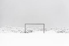 在雪的橄榄球目标 图库摄影