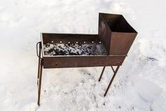 在雪的火盆 库存图片