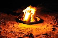 在雪的火 库存图片