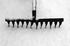 在雪的犁耙 免版税库存照片