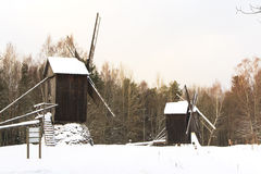在雪的磨房 库存照片