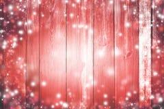在雪的红色木背景 新年度 魔术 暴风雪,闪光 免版税库存照片