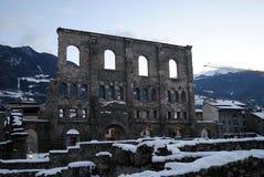 在雪的罗马废墟 免版税库存图片