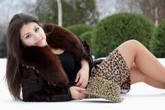 在雪的美丽的女孩 图库摄影