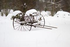 在雪的耙 免版税库存图片