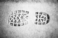 在雪的脚印 免版税库存照片