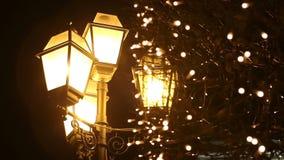 在雪的街灯在晚上 股票录像
