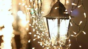 在雪的街灯在晚上 影视素材