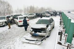 在雪的车祸 免版税图库摄影