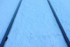 在雪的铁轨 免版税库存照片