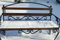 在雪的长凳 免版税图库摄影