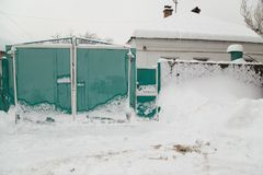 在雪的门 库存照片