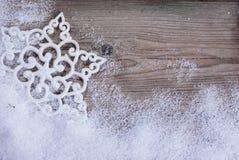 在雪的雪花 免版税库存照片