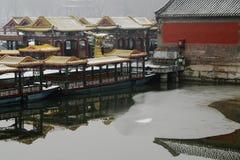 在雪的龙小船 免版税库存图片
