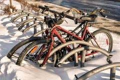 在雪的Bycicle 免版税库存照片