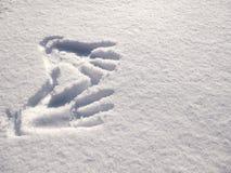 在雪的Handprint 在雪的版本记录手 库存图片