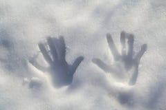 在雪的Handprint 库存图片
