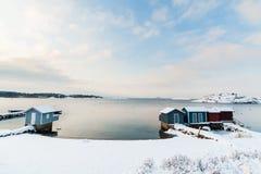 在雪盖的小海滩 免版税图库摄影