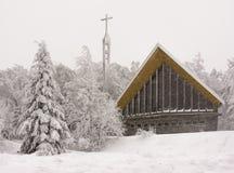 在雪盖的教会孚日省,法国 免版税库存图片