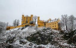 在雪盖的Hohenschwangau城堡 免版税库存照片