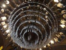 在雪花石膏清真寺里面的巨大的枝形吊灯,开罗 库存图片