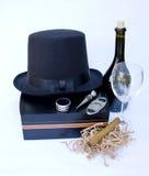 在雪茄盒的雪茄和藤设备有的瓶的红色藤 免版税库存图片