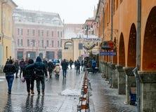 在雪风暴期间的中世纪城市 免版税库存照片