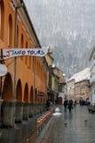 在雪风暴期间的中世纪城市 免版税图库摄影