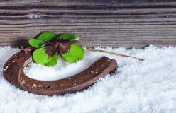 在雪,幸福标志的马掌 免版税库存照片