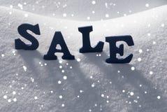 在雪,雪花的蓝色词销售 免版税图库摄影