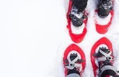 在雪靴的腿 免版税库存图片