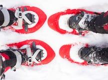 在雪靴的腿 免版税库存照片