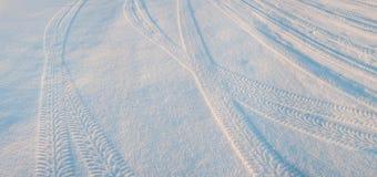 在雪02的轮胎轨道 库存照片