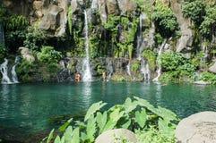 在雷乌尼翁冰岛,法国的列斯Cormorans瀑布 免版税图库摄影