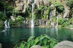 在雷乌尼翁冰岛,法国的列斯Cormorans瀑布 免版税库存图片
