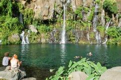 在雷乌尼翁冰岛,法国的列斯Cormorans瀑布 库存照片